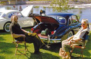 Stemning ved elvens bredd, fra sommermøtet på Kongsberg 2004: Per Langøy og Astrid Noordhof slapper av i sommersolen.