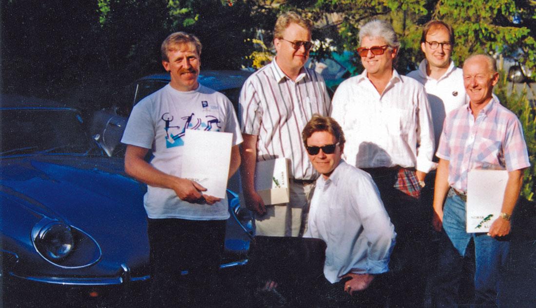 """Styret 1993: Fra venstre Jon S. Holtet, Henning Lund, Hans Knubel, Tore Leknesund, Eyolf Hanssen, foran Stephan """"Catscatter"""" Werner."""