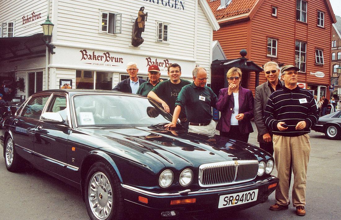 Arrangementskomiteen for klubbens 25 års jubileum i Bergen: Fra venstre Stig Moltu Jacobsen, Kåre Sletten Hansen, Casper Hestness, Henry Bjånesø, Siri Solheim, Svein Opheim og Sigfinn Bartz-Johannessen. (Jørn Abrahamsen var ikke tilstede da bildet ble tatt).