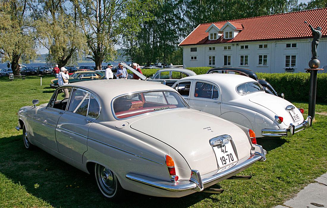 Jaguar 420 G og Mark 1 på NJKs sommermøte i 2012. To sjeldne samlerbiler.