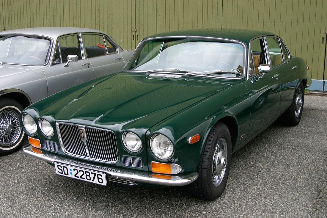 XJ12 Serie 1 med Racing Green lakk – grillen skiller den ut fra XJ6.