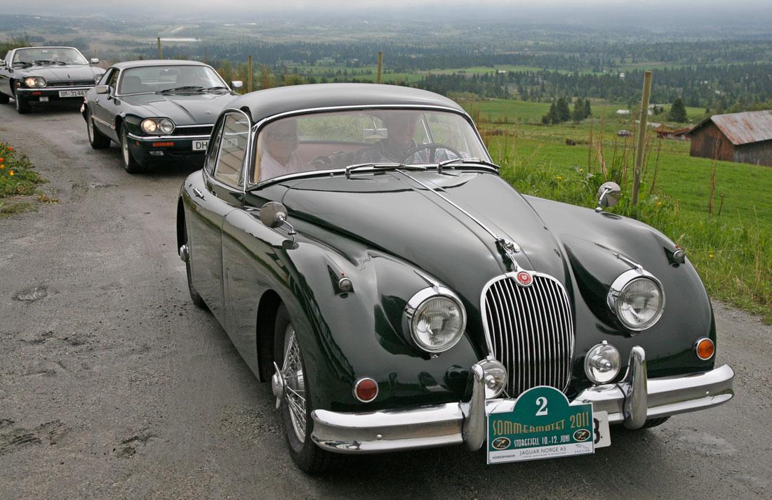 Jaguar XK150 først i prosesjonen på NJKs sommermøte på Storefjell.
