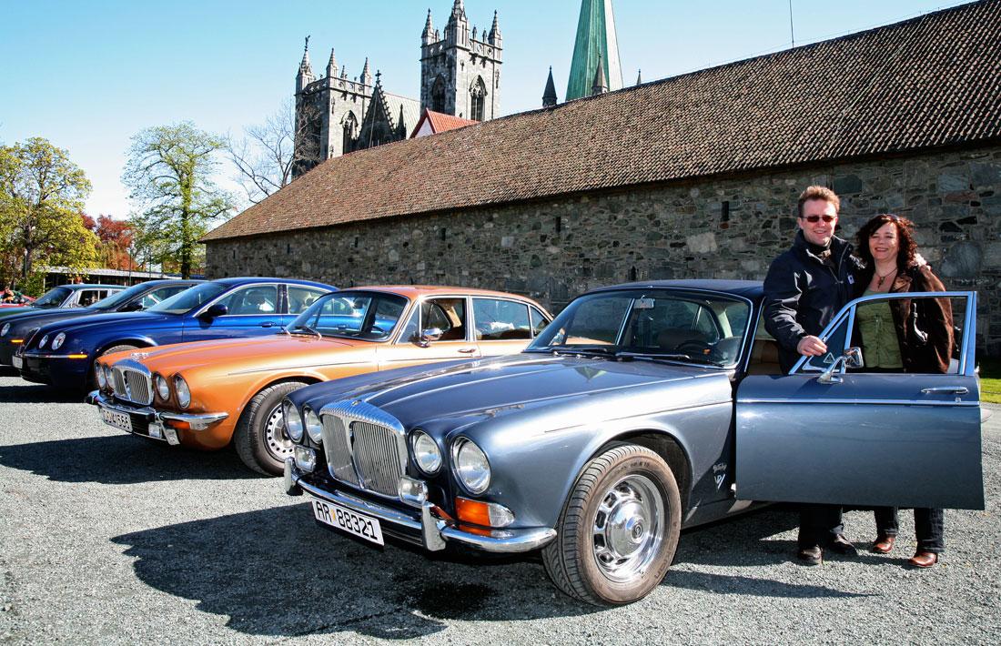 Daimler Double-Six Series 1 Vanden Plas i forgrunnen, samme versjon Serie 2 rett bak! Sjeldnere blir det ikke!