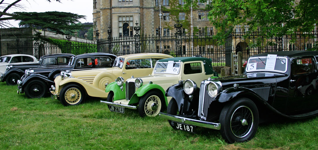 Historisk sus på 25-års jubiléet til Jaguar Enthusiasts' Club på Thoresby Hall ved Nottingham i 2004.