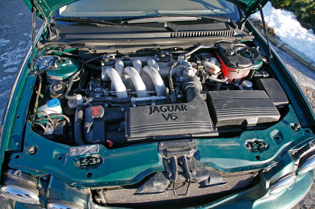 Jaguar X-type V6 motor.